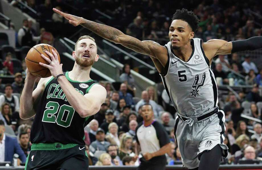 Dejounte Murray tries to keep Gordon Hayward from getting to the hoop. Photo: Tom Reel /Staff Photographer / 2019 SAN ANTONIO EXPRESS-NEWS