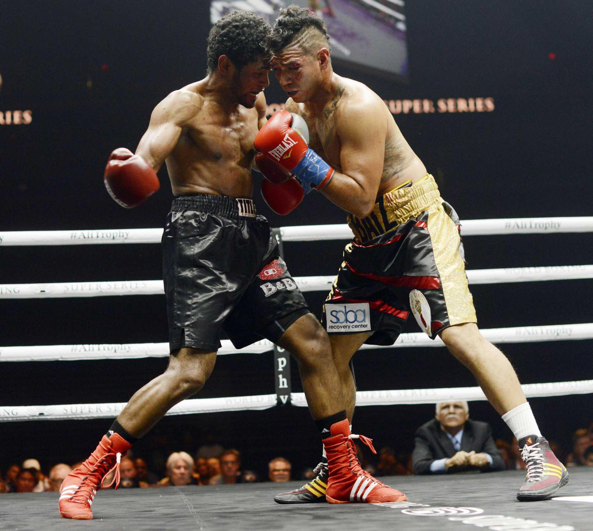 Alexis Texas Boxing san antonio welterweight daniel baiz battles to a split
