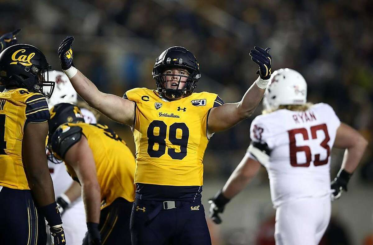 BERKELEY, CALIFORNIA - NOVEMBER 09: Evan Weaver #89 of the California Golden Bears reacts after he tackled Anthony Gordon #18 of the Washington State Cougars short of a first down on a fourth down play in the fourth quarter at California Memorial Stadium on November 09, 2019 in Berkeley, California. (Photo by Ezra Shaw/Getty Images)