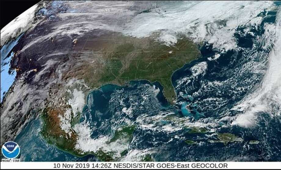 A cold front swooping in from the Gulf Coast on Monday is expected to bring showers and isolated thunderstorms to the Houston area. Photo: NWS Weather Service