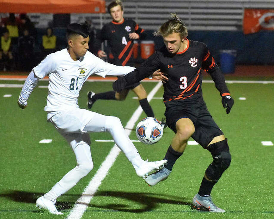 Edwardsville senior Kadin Lieberman (right) defends in the first half against St. Patrick's Joshua Torres during the third-place game Saturday night at the Class 3A state tourney in Hoffman Estates. Photo: Matt Kamp / Hearst Midwest
