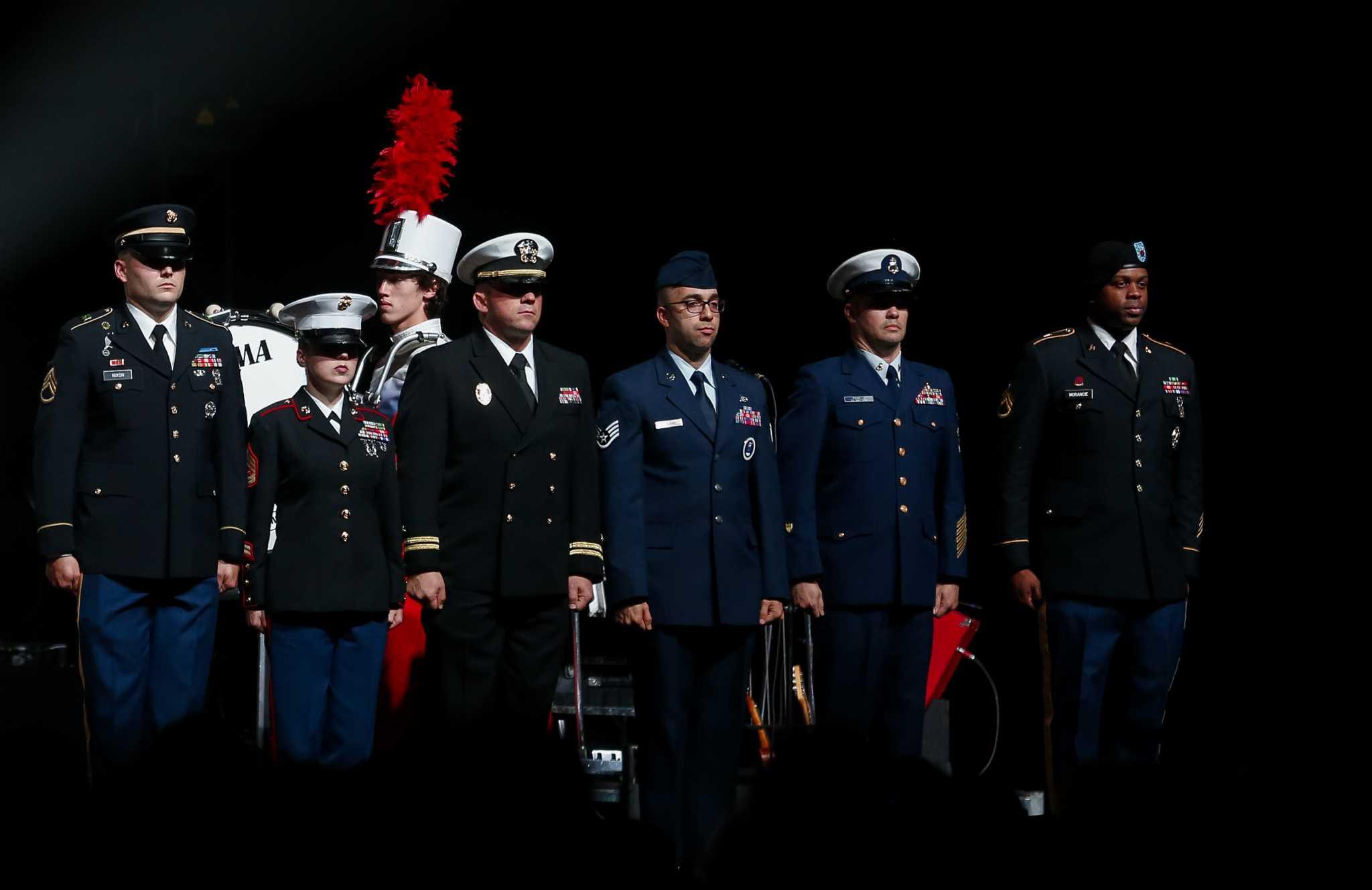 Eagles legend Joe Walsh honors veterans at all-star VetsAid Concert in Houston