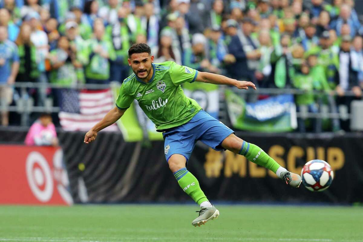 Seattle Sounders midfielder Cristian Roldan (7) crosses the ball during the first half of the MLS Cup final, Sunday, Nov. 10, 2019.