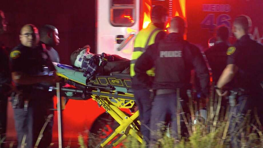 Houston police investigate an auto-pedestrian collision along South Loop 610 on Monday, Nov. 11, 2019. Photo: OnScene.TV