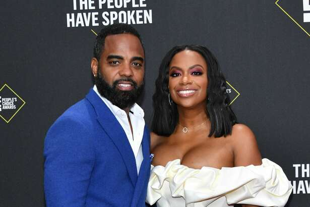 SANTA MONICA, CALIFORNIA - NOVEMBER 10: 2019 E! PEOPLE'S CHOICE AWARDS -- Pictured: (l-r) Todd Tucker and Kandi Burruss arrive to the 2019 E! People's Choice Awards held at the Barker Hangar on November 10, 2019 -- NUP_188989 (Photo by: Amy Sussman/E! Entertainment/NBCU Photo Bank)