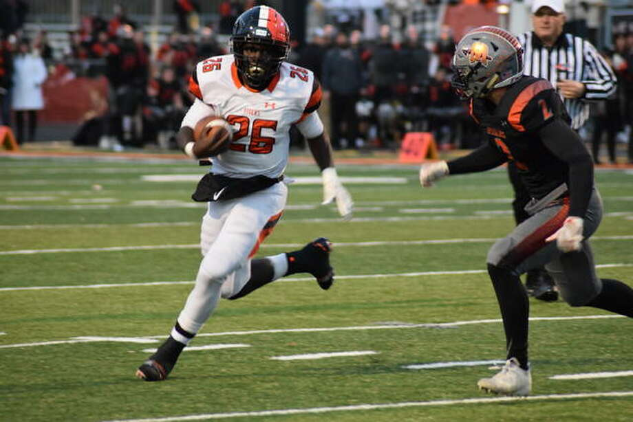 The Edwardsville Tigers faced the Minooka Indians in the IHSA 8A second-round playoff football game on Saturday, Nov. 9. Minooka went on to win 34-17 and stay undefeated as the Tigers fall to an 8-3 overall record. Photo: Tyler Pletsch | The Intelligencer
