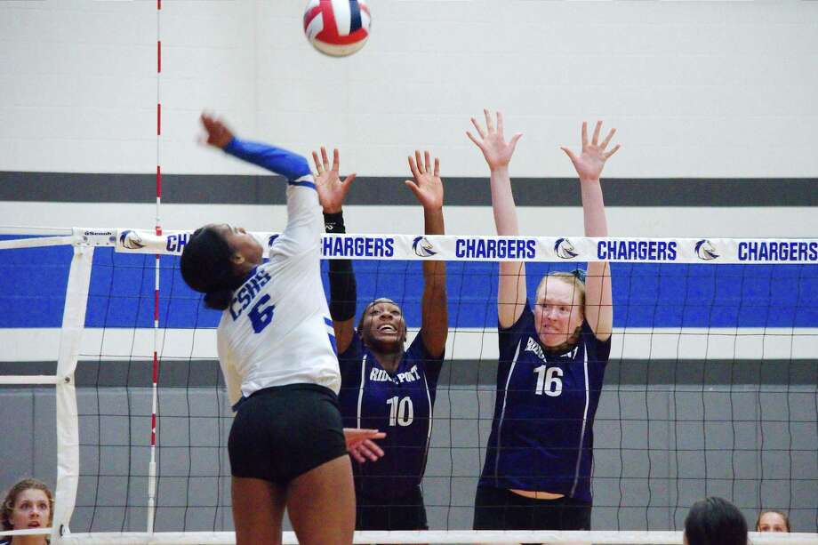 Clear Springs' Shyia Richardson (6) tries to hit a shot past Ridge Point's Reagan Rutherford (10) and Ridge Point's Claire Jeter (16) Tuesday, Aug. 27 at Clear Springs High School. Photo: Kirk Sides / Staff Photographer / © 2019 Kirk Sides / Houston Chronicle