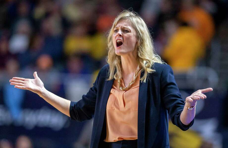New Tennessee coach Kellie Harper brings her team to Hartford to face UConn Jan. 23, as the programs renew their rivalry. Photo: David Crigger / Associated Press / Bristol Herald Courier