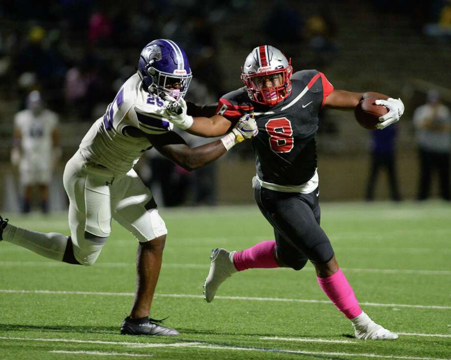 Kaelen Shankle (8) of Travis carries the ball during the fourth quarter of a 6A Region III District 20 football game between the Ridge Point Panthers and Travis Tigers on Thursday, October 17, 2019 at Mercer Stadium, Sugar Land, TX. Photo: Craig Moseley, Houston Chronicle / Staff Photographer / ©2019 Houston Chronicle