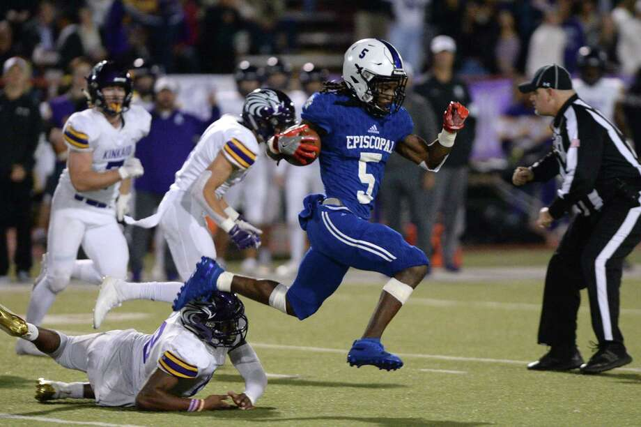 Quon Marion (5) of Episcopal returns a kickoff 65 yards for a touchdown during the second quarter of a high school football game between the Kinkaid Falcons and the Episcopal Knights on Saturday, November 9, 2019 at Butler Stadium, Houston, TX. Photo: Craig Moseley, Houston Chronicle / Houston Chronicle / ©2019 Houston Chronicle