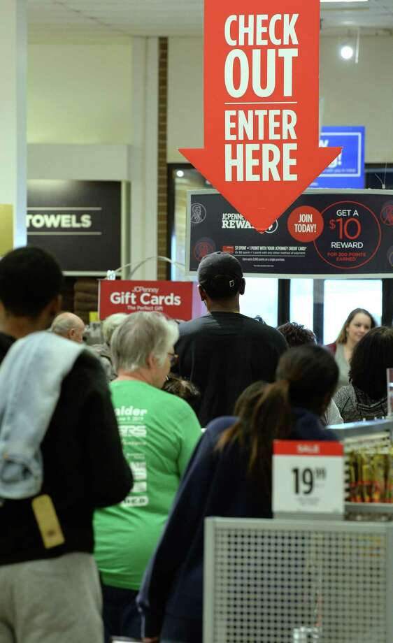 For many framilies, Christmas season is a time to shop and spend, but most Americans struggle to save throughout the year. A reader is stumped by that bit of math. Photo: Guiseppe Barranco /The Enterprise / / Guiseppe Barranco ©