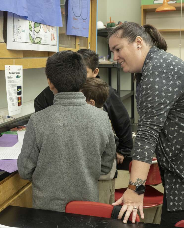 Nikki McCurry works with her students 11/07/19 at Goddard Junior High. Tim Fischer/Reporter-Telegram Photo: Tim Fischer/Midland Reporter-Telegram