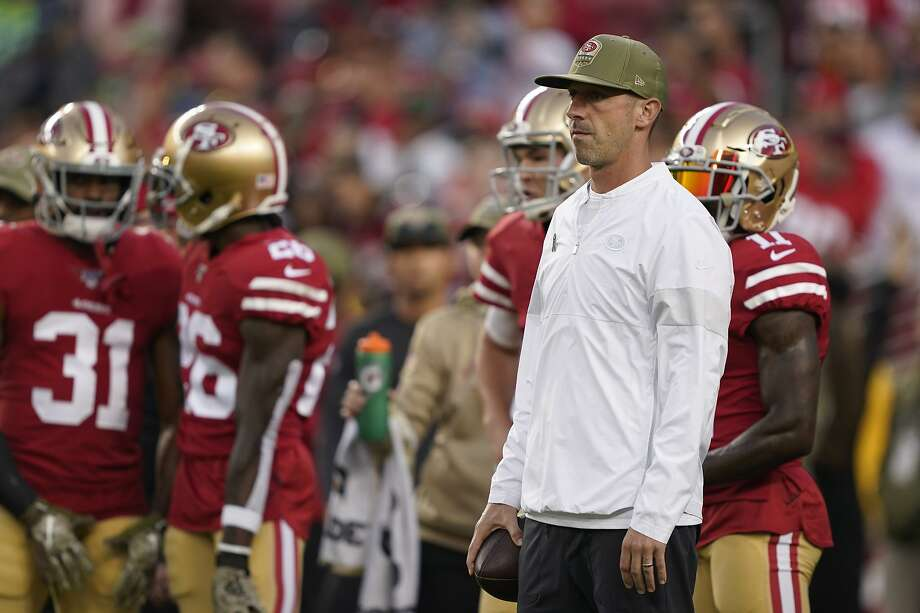 San Francisco 49ers head coach Kyle Shanahan, right, watches players warm up before an NFL football game against the Seattle Seahawks in Santa Clara, Calif., Monday, Nov. 11, 2019. (AP Photo/Tony Avelar) Photo: Tony Avelar / Associated Press