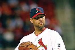 Adam Wainwright, who was a free agent, has agreed to a one-year contract with the Cardinals, the team announced Tuesday.