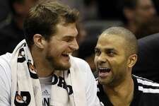 "@tiagosplitter: ""On my way to SA for this guy jersey retirement! Merci @_tonyparker09 !! Thanks for your leadership, passes,talks, dinners, floaters, pool parties, corner 3's, spin moves, laughs, ring, etc.... Merci Tony! Obrigado Tony!"""