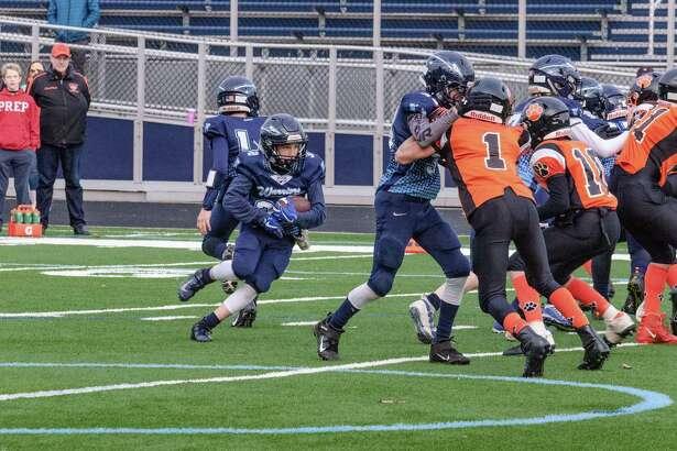 Jack Schwartz runs behind his offensive line during the Wilton seventh grade team's playoff win last weekend.