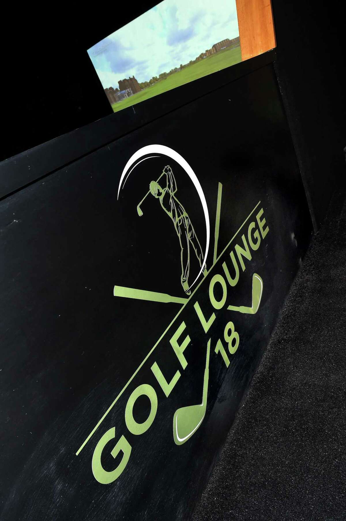 Golf Lounge 18, a virtual reality golfing lounge, is set to open in Orange.
