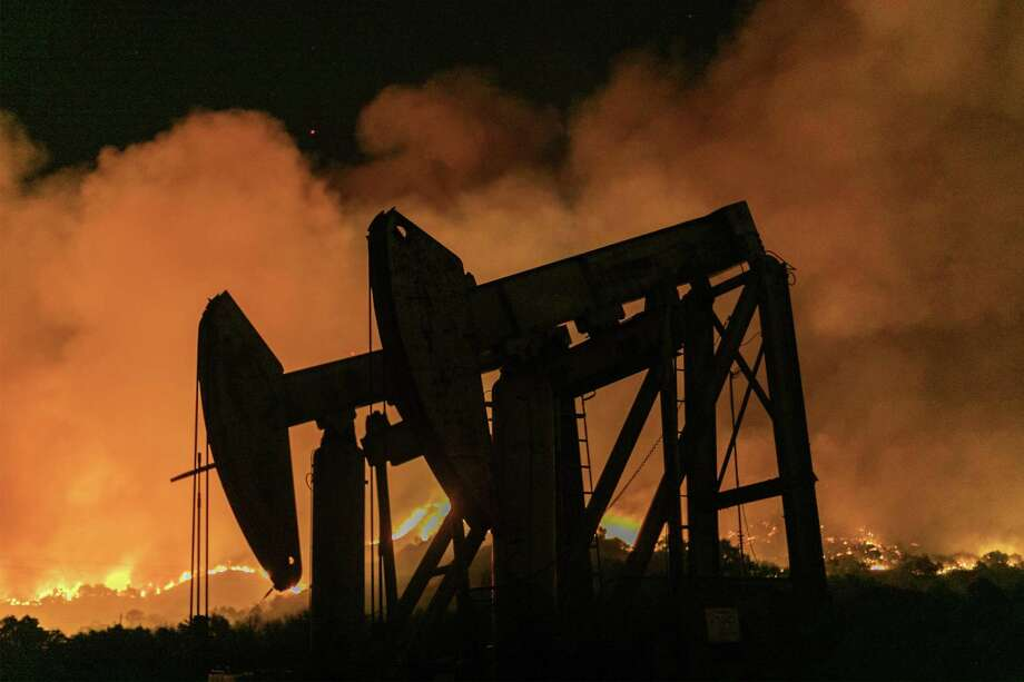 Oil fell as global markets remain comfortably supplied despite the suspension of exports from Libya, and as equities faltered on political and economic worries in Asia. Photo: David McNew, Stringer / Getty Images / 2019 Getty Images