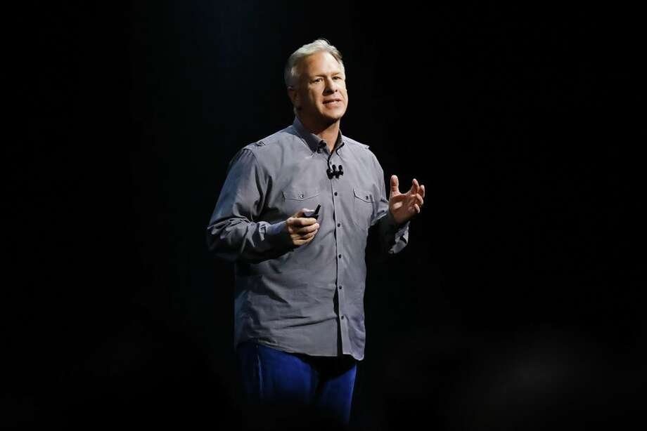 Apple's marketing chief, Phil Schiller, talks about the MacBook Pro's new redesigned keyboard. Photo: James Martin/CNET