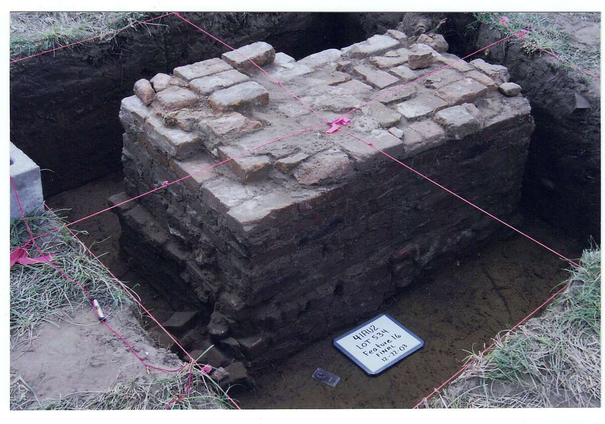 Archeologist Marianne Marek began a multi-year archeological project in 2002, the results of which included several thousand colonial and other historic artifacts, multiple colonial-era trash pits, a brick basement, and a barrel cistern.
