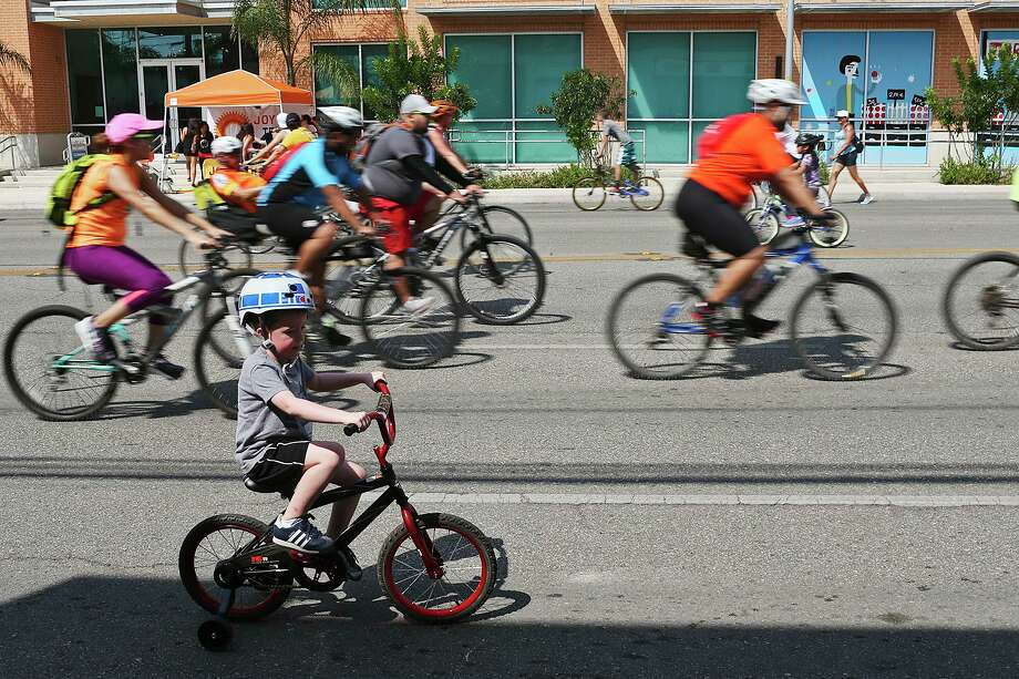 Cyclists cruise down Broadway for Siclovia in 2015. Broadway's redesign should be a moment to welcome multimodal transit, not redirect it to side streets. Photo: JERRY LARA /San Antonio Express-News / © 2015 San Antonio Express-News