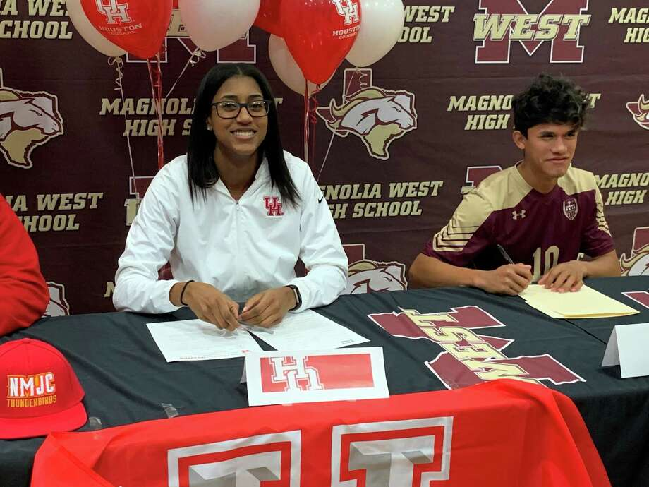 Kamryn Jones, left, and Jeremias Gonzalez celebrated their college signings Wednesday. Photo: Jon Poorman