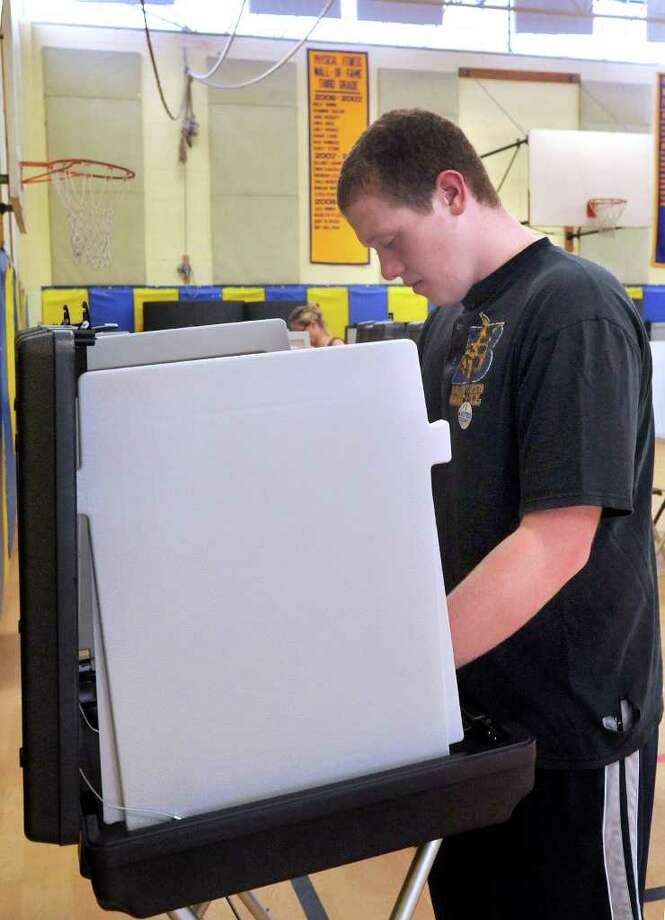 Matthew Levy, 17, votes for the first time in Tuesday's primary election at Huckleberry Hill School in Brookfield, Aug. 10, 2010. Photo: Michael Duffy / The News-Times