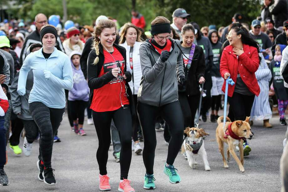 Walkers take part in the American Heart Association's Heart Walk on Saturday, Oct. 28, 2017, at Alight Solutions in The Woodlands. Photo: Michael Minasi, Staff Photographer / Houston Chronicle / © 2017 Houston Chronicle