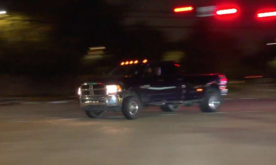 The driver of a stolen pickup truck leads Houston police on a high-speed chase in the early morning hours of Thursday, Nov. 14, 2019. Photo: OnScene.TV