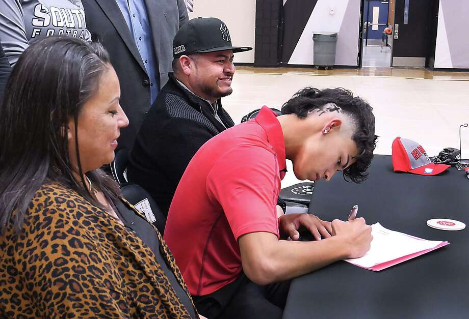 United South pitcher Marco Raya signed his letter of intent to Texas Tech on Wednesday. Photo: Cuate Santos /Laredo Morning Times / Laredo Morning Times