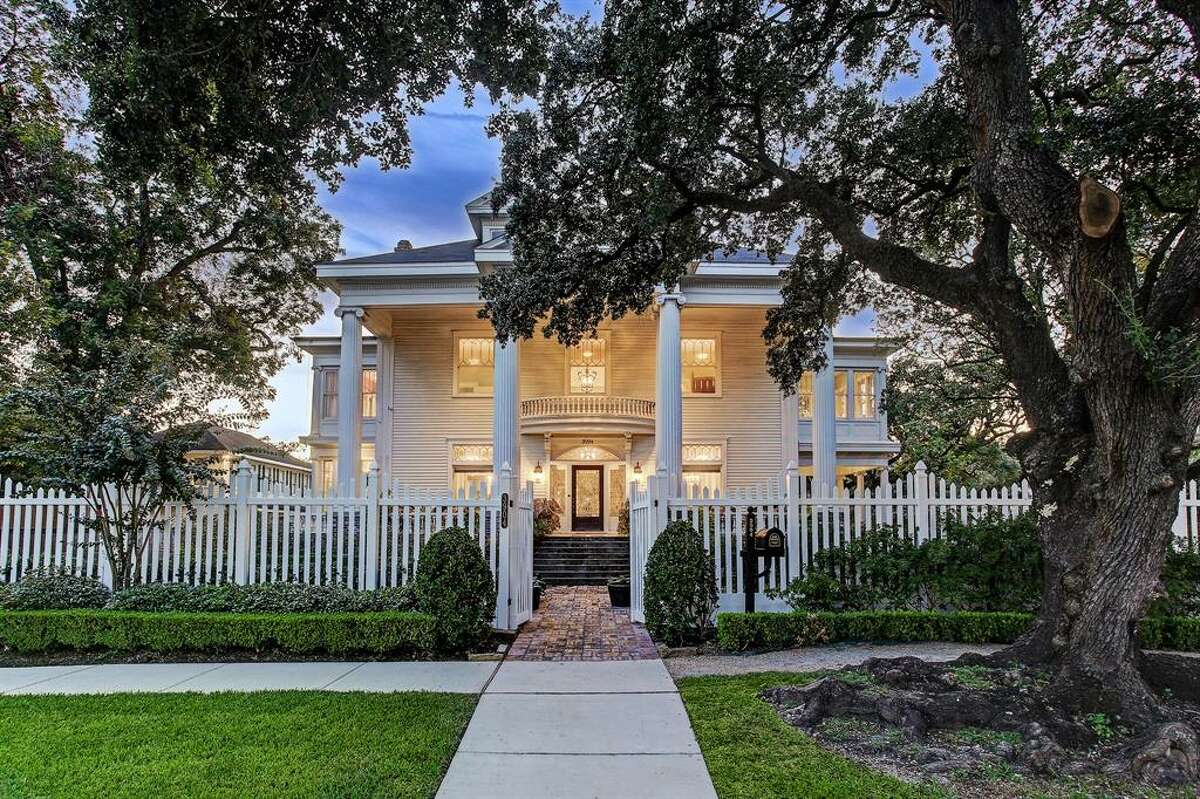 First built in 1912, this $2.2M home is located off Brandt Street in the Montrose Historic District and once housed Rice University's first president, Edgar Odell Lovett. At 6,001 square feet, the four bedroom, three and half bathroom estate was renovated in 2011, transforming from a dilapidated home to a chic and modern piece of history.