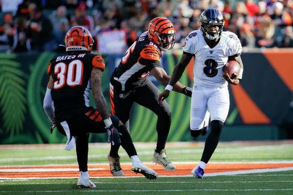 Baltimore Ravens quarterback Lamar Jackson (8) runs the ball for a touchdown during the second half of NFL football game against the Cincinnati Bengals, Sunday, Nov. 10, 2019, in Cincinnati. (AP Photo/Frank Victores)