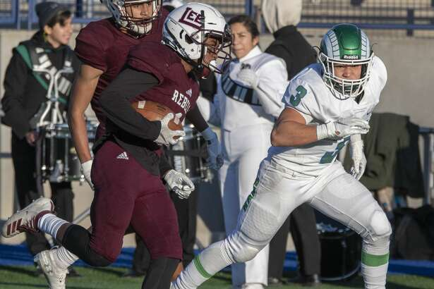 Lee's Evan McMaryion gets past Montwood's defense and around Neal Cardiel on his way to a touchdown 11/14/19 in the Class 6A bi-district playoff game at Grande Communications Stadium. Tim Fischer/Reporter-Telegram