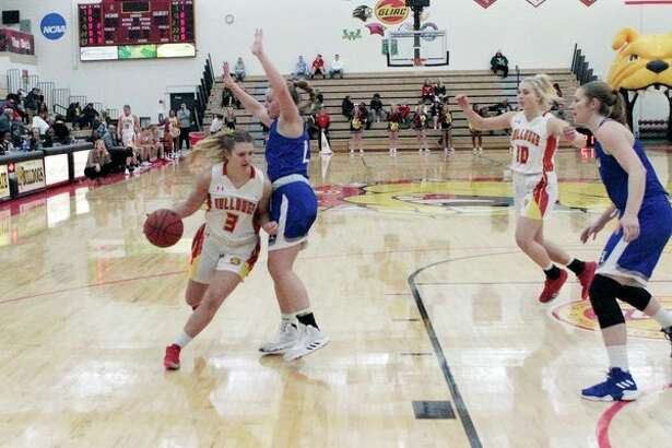 Ferris State senior Renee Sturm drives the lane and seeks an open teammate during the Bulldogs' 85-59 win over Hillsdale on Thursday night at Wink Arena. (Pioneer photo/Joe Judd)