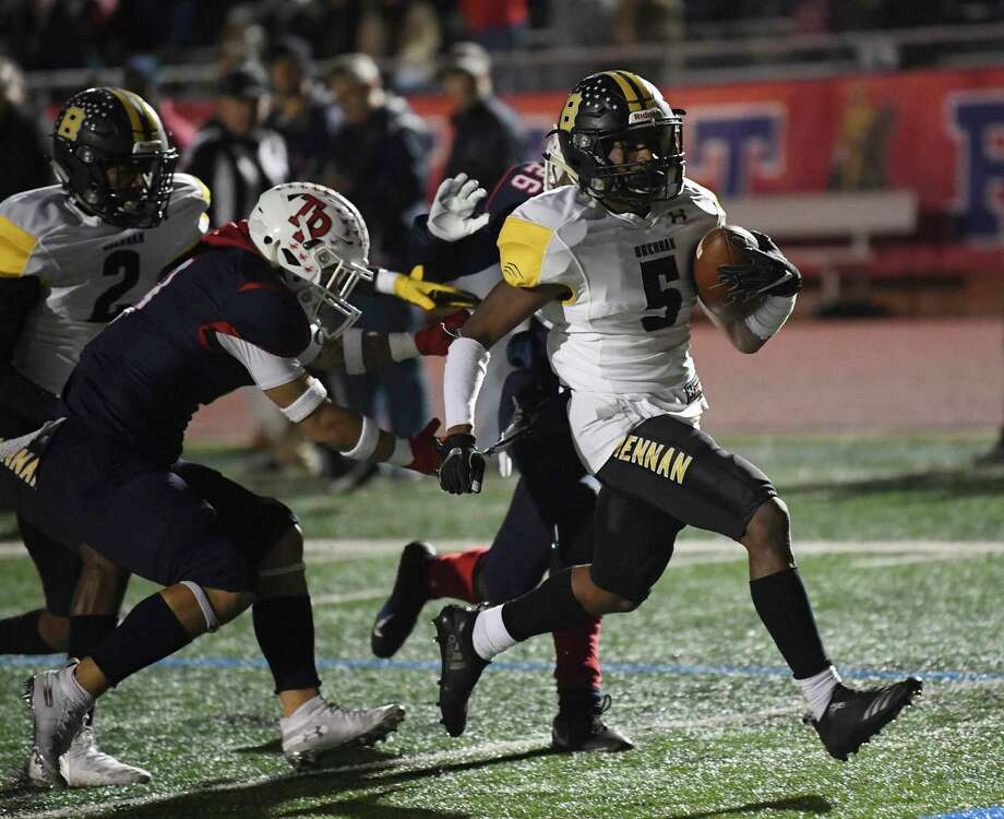 Brennan running back Rashaud Blair runs for a score during Class 6A Division II first-round playoff action at Heroes Stadium on Thursday, Nov. 14, 2019. Photo: Billy Calzada / Staff Photographer / San Antonio Express-News
