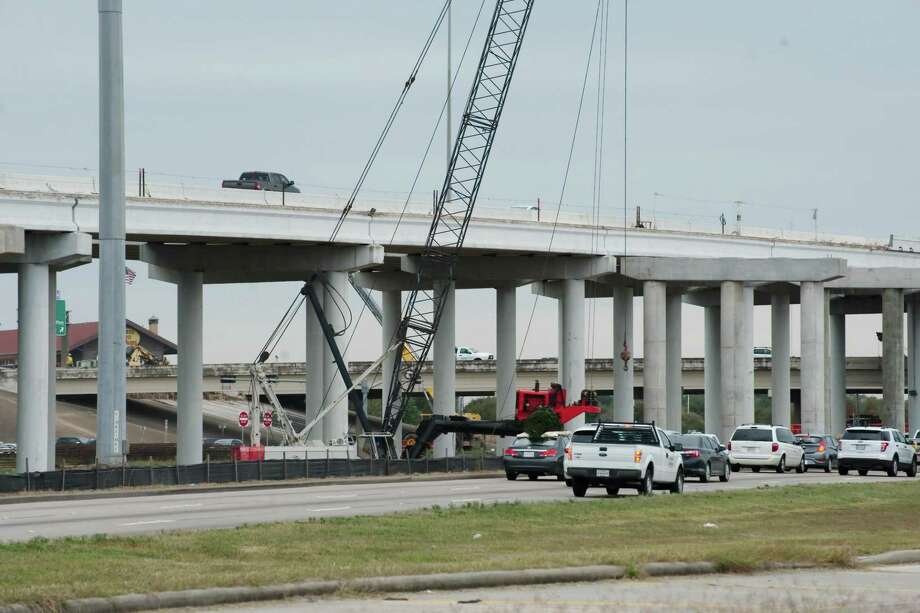 Construction equipment amd workers have been a constant sight along Texas 288 at Beltway 8 as construction continues on toll lanes and related ramps. Photo: Kirk Sides / Houston Chronicle / © 2016 Kirk Sides / Houston Community Newspapers