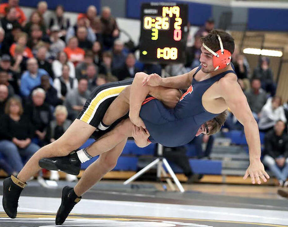 Illinois Mousa Jodeh, right, and Missouri's Brock Mauller grapple at 149 pounds Thursday at Francis Howell High School in St. Charles, Mo. Jodeh won the bout 12-3, but the Fighting Illini rallied to win the Braggin' Rights match 19-14. Photo: Missouri Athletics