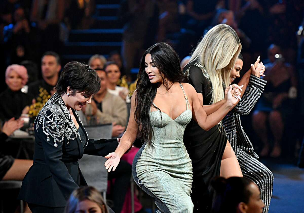 SANTA MONICA, CALIFORNIA - NOVEMBER 10: 2019 E! PEOPLE'S CHOICE AWARDS -- Pictured: (l-r) Kris Jenner, Kim Kardashian, Khloé Kardashian, and Kourtney Kardashian accept The Reality Show of 2019 for 'Keeping Up with the Kardashians'on stage during the 2019 E! People's Choice Awards held at the Barker Hangar on November 10, 2019 -- NUP_188995 (Photo by: Emma McIntyre/E! Entertainment/NBCU Photo Bank)