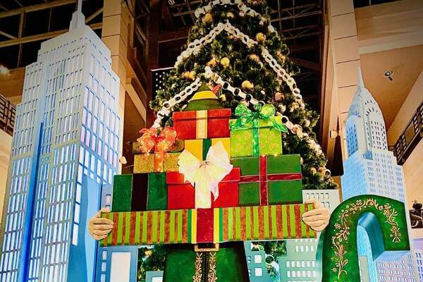 "The traditional mall Santa experience is going high-tech this year at the Connecticut Post Mall in Milford. The mall's owner is bringing in theatrical-quality sets and augmented reality based on the movie ""Elf"" to entertain shoppers as they wait to visit Santa or do their holiday shopping"