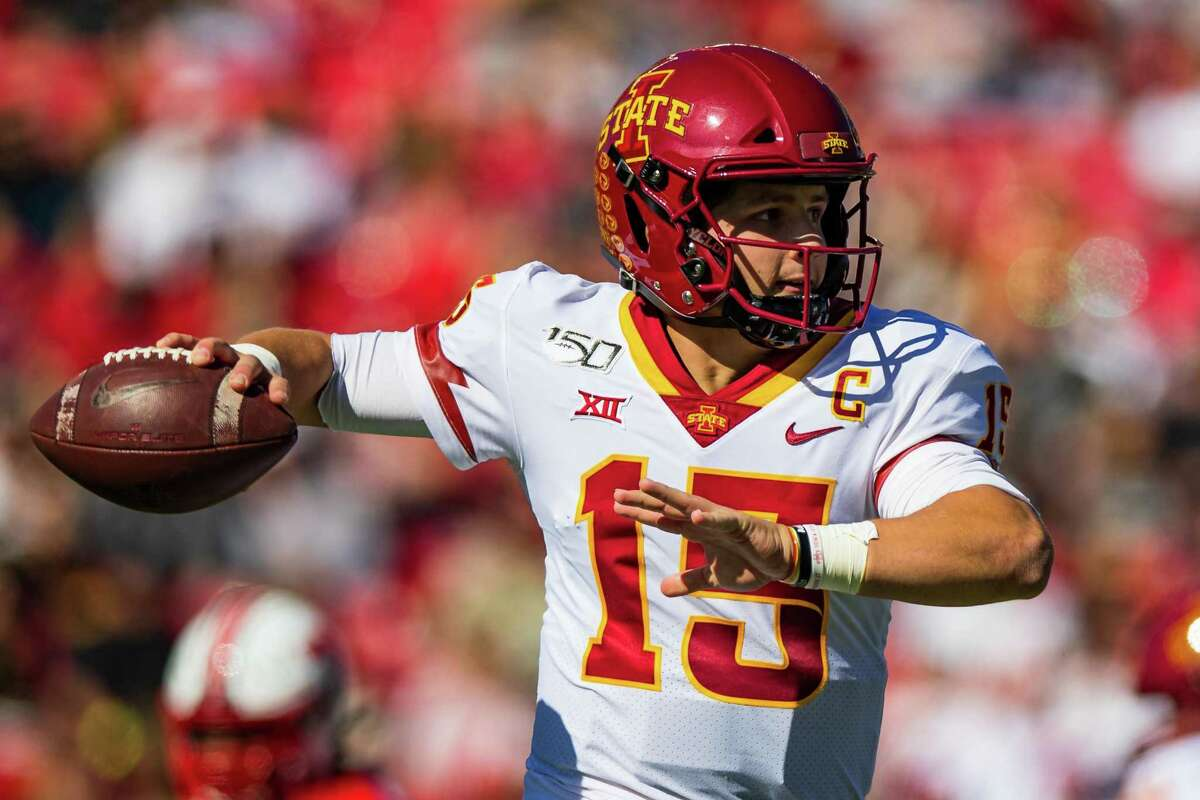 LUBBOCK, TEXAS - OCTOBER 19: Quarterback Brock Purdy #15 of the Iowa State Cyclones passes the ball during the first half of the college football game against the Texas Tech Red Raiders on October 19, 2019 at Jones AT&T Stadium in Lubbock, Texas. (Photo by John E. Moore III/Getty Images)