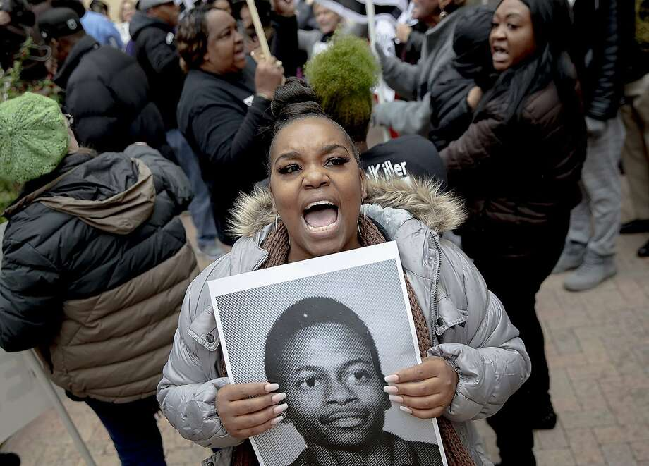 Brittani Smith chants during a protest against the execution of Rodney Reed on Wednesday, Nov. 13, 2019, in Bastrop, Texas. Protesters rallied in support of Reed's campaign to stop his scheduled Nov. 20 execution for the 1996 killing of a 19-year-old Stacy Stites. New evidence in the case has led a growing number of Texas legislators, religious leaders and celebrities to press Gov. Greg Abbott to intervene. (Nick Wagner/Austin American-Statesman via AP) Photo: Nick Wagner, Associated Press