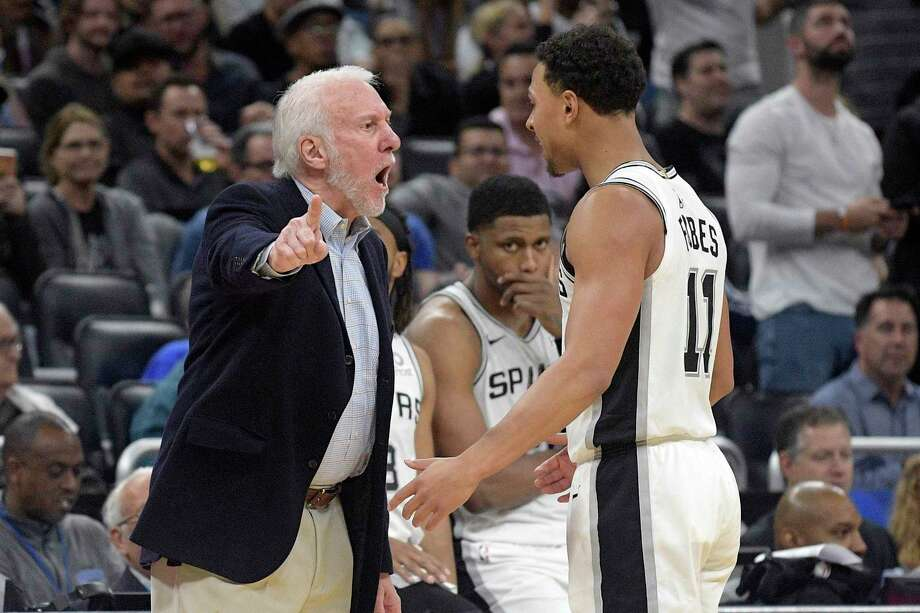 Spurs coach Gregg Popovich confronts guard Bryn Forbes after an Orlando score as forward Rudy Gay watches. Photo: Phelan M. Ebenhack /Associated Press / Copyright 2019 The Associated Press. All rights reserved