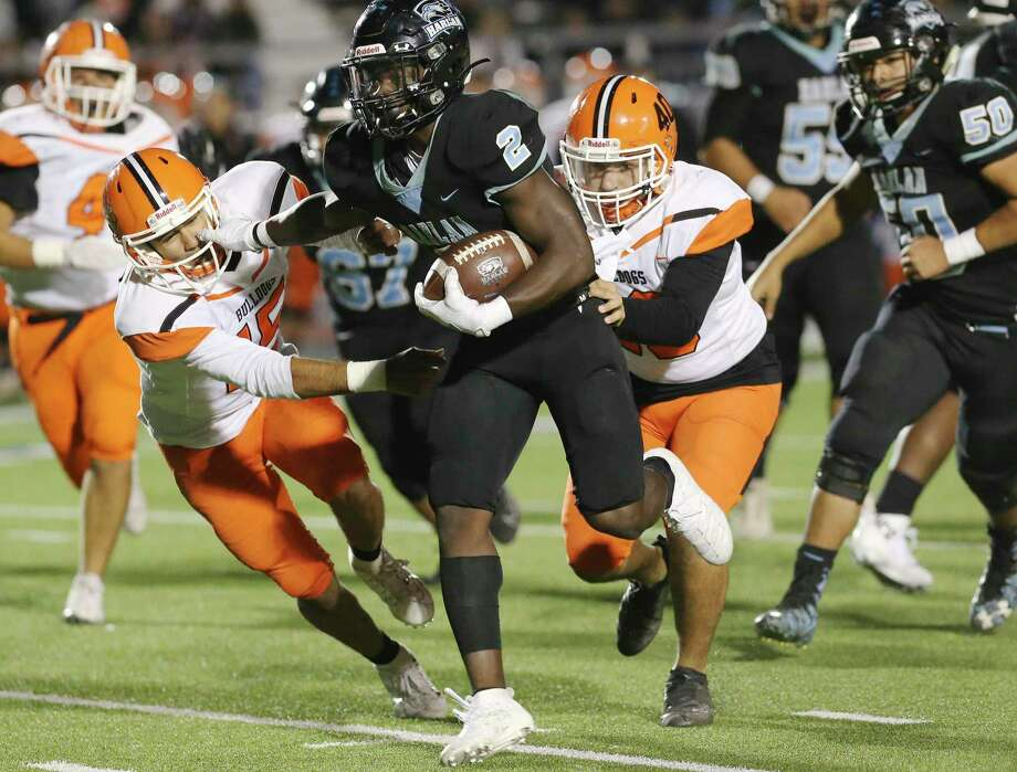 Harlan running back Aubrey McDade (02) fights off a tackle from Burbank's Jared Patterson (15) and Alex Leos (40) during their bi-district playoff football game at Gustafson Stadium on Friday, Nov. 15, 2019. Photo: Kin Man Hui, San Antonio Express-News / Staff Photographer / **MANDATORY CREDIT FOR PHOTOGRAPHER AND SAN ANTONIO EXPRESS-NEWS/NO SALES/MAGS OUT/ TV OUT