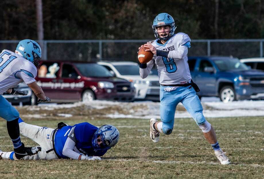 Meridian's Cameron Metzger looks for a teammate to pass to during the Mustangs' 48-14 regionals loss to Montague Saturday, Nov. 16, 2019 at Montague High School. (Daytona Niles/for the Daily News) Photo: (Daytona Niles/for The Daily News)