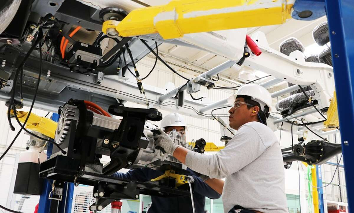 Bimbo's plastics injected molding and specialty metals subsidiary Moldex will make the delivery vehicles at its plant in the Mexico City suburb of Lerma where company engineers have been working on the project for the past seven years.