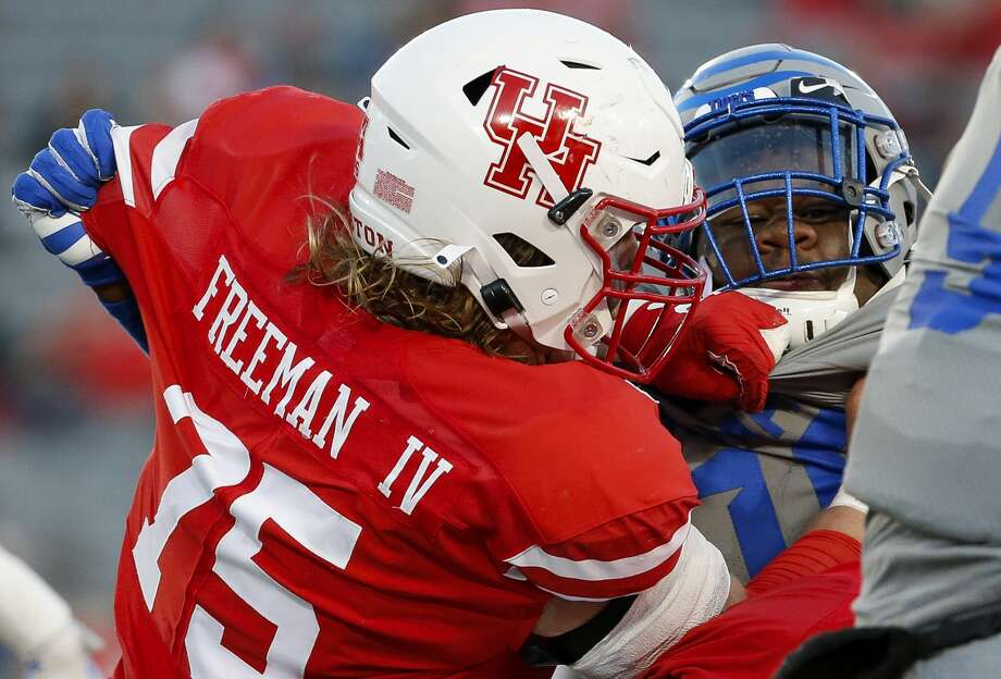 Houston Cougars offensive lineman Jack Freeman (75) battles Memphis Tigers defensive lineman Morris Joseph (10) during the third quarter of an NCAA game at TDECU Stadium Saturday, Nov. 16, 2019, in Houston. Memphis won 45-27. Photo: Godofredo A Vásquez/Staff Photographer