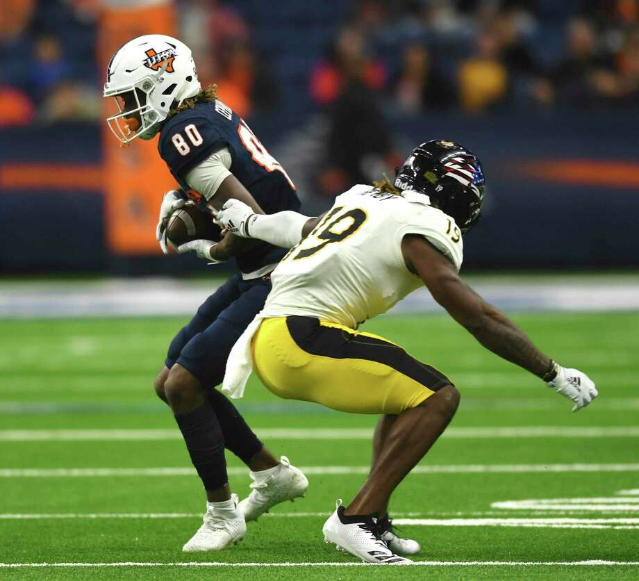 UTSA wide receiver Joshua Cephus catches the ball enroute to a 75-yard touchdown reception against Southern Miss during college football action in the Alamodome on Saturday, Nov. 16, 2019. Photo: Billy Calzada, San Antonio Express-News / Staff Photographer / ***MANDATORY CREDIT FOR PHOTOG AND SAN ANTONIO EXPRESS-NEWS /NO SALES/MAGS OUT/TV