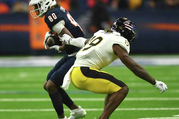 UTSA wide receiver Joshua Cephus catches the ball enroute to a 75-yard touchdown reception against Southern Miss during college football action in the Alamodome on Saturday, Nov. 16, 2019.