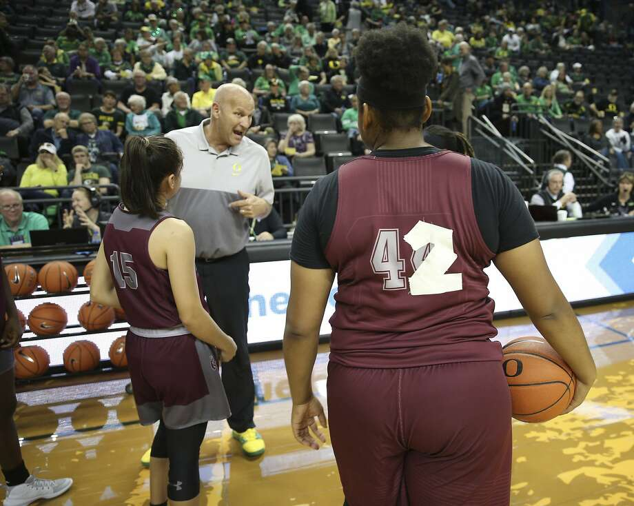 Oregon women's coach Kelly Graves talks to Texas Southern players, wearing substitute jerseys because of a theft. Photo: Chris Pietsch / Associated Press