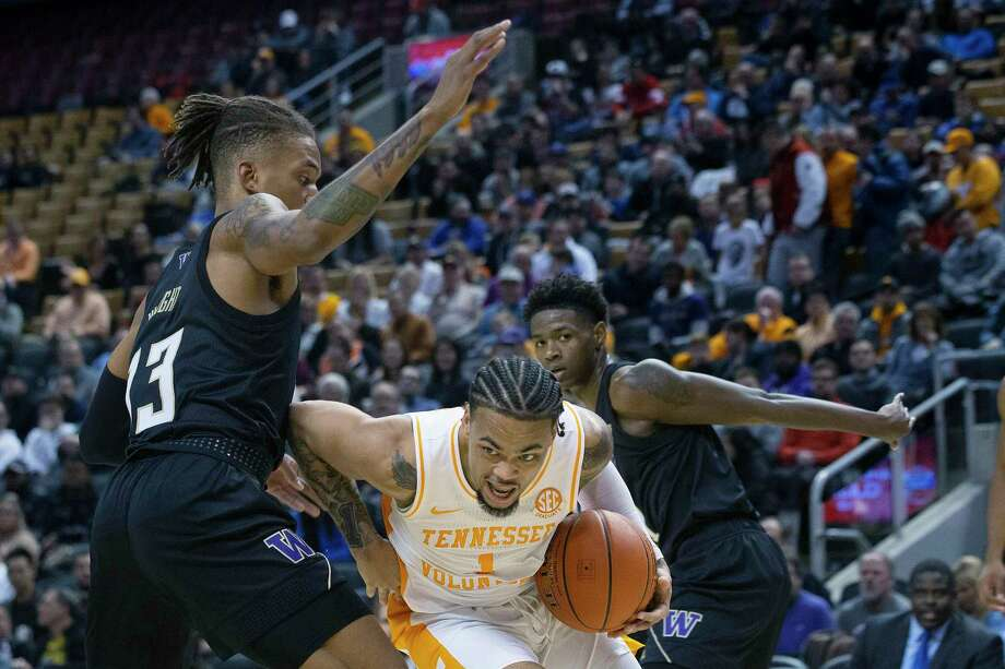 Tennessee's Lamonte Turner, center, drives past Washington's Hameir Wright during the first half of an NCAA college basketball game in the James Naismith Classic, in Toronto on Saturday, Nov. 16, 2019. (Chris Young/The Canadian Press via AP) Photo: Chris Young / The Canadian Press